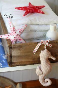 Tilda sea horse and starfish Starfish, Burlap, Reusable Tote Bags, Quilts, Christmas Ornaments, Holiday Decor, Horse, Home Decor, Quartos