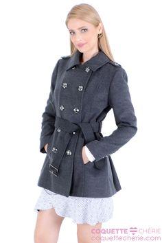 Para combinar com todas os looks de inverno! Casaco de lã cinza, com botões, acinturado e com pregas atras. Lindo demais! -- Cinema -- Trabalho -- Viagem