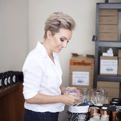 Turning a hobby into a business, and doing what you love, is one of the most rewarding ways to create your own future. Read how Elisa found a way to do what she loves, every day.  www.fiftytwoweeksblog.com @cinquecandleco  #bm #businessmamas #mums #business #australian #cinque #inspirational #52weeks
