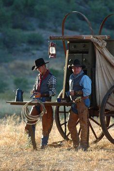 Cowboys at Chuck wagon Cowboy Ranch, Cowboy Girl, Cowboy Horse, Cowboy And Cowgirl, Cowboy Food, Real Cowboys, Cowboys And Indians, Cowgirls, Westerns