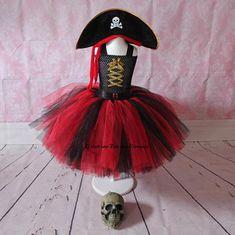 Pirate Costume Fille, Pirate Princess Costumes, Pirate Tutu, Pirate Costume Kids, Pirate Dress, Diy Halloween Costumes For Kids, Costumes Avec Tutu, Twin Costumes, Diy Tutu