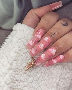In look for some nail styles and ideas for your nails? Here's our list of must-try coffin acrylic nails for modern women. Drip Nails, Aycrlic Nails, Swag Nails, Cute Nails, Pretty Nails, Coffin Nails, Glitter Nails, Stiletto Nails, Summer Acrylic Nails