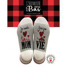 """Bas de Laine : Mom Taxi…, Bas de laine avec inscriptions sur les pieds """"Je suis Mom Taxi...J'ai pu de Vie"""" Fait à la main au Québec Taille : Medium (7-9) 60% Polyester 19% Laine /Wool 17% Acrylique / Acrylic 3% Autre / Other 1% Spandex, L'Idée C Chalet Camping, Socks, Sneakers, French, Fashion, Red Skirts, Humor, Apron, Stockings"""