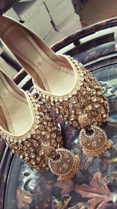 Code : Fk 006 PRICE For khussa only 3500 RS Earringsprice : 1500 sizes 36 to 42 availble Bridal Sandals, Dress Sandals, High Heels, Shoes Heels, Pumps, Shoes Sneakers, Stylo Shoes, Indian Shoes, Slingback Pump