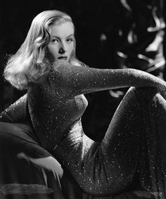Veronica Lake http://www.vogue.fr/mode/inspirations/diaporama/icones-hollywoodiennes/8089/image/526571#veronica-lake