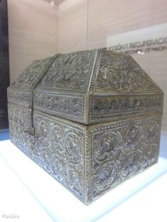 Réplica de la Arqueta de Hisam II en plata repujada y nielada y madera. Siglo X. Original conservado en la Catedral de Girona. Madinat al-Zahra. Medina Azahara. Córdoba