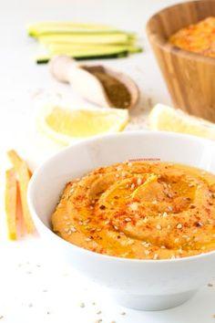 Si quieres un aperitivo sano, ligero y rápido, este hummus de pimiento rojo asado es para ti. ¡Está para chuparse los dedos!