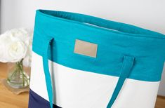 Sew yourself a beautiful new bag - just in time for spring! I know you've been waiting for it… the Color Blocked Tote Tutorial is finally here. Easy Sewing Projects, Sewing Tutorials, Sewing Ideas, Quilt Patterns Free, Bag Patterns, Free Pattern, Pattern Ideas, Hip Bag, Love Sewing