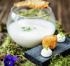 Käserahmsuppe 1, Vorarlberg Milch Glass Of Milk, Vegan, Panna Cotta, Ethnic Recipes, Food, Tooth Pain, Milk, Food Food, Dulce De Leche