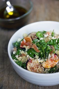 Kale, Quinoa, and Fig Salad... I will try this tonight with spoloumbos instead of figs...