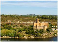 https://flic.kr/p/oVH9mP | Castelo de Almourol 20-08-14 | Locomotiva Diesel séria 1900/30, comboio nº41818
