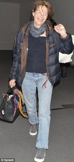 Muse: Jane Birkin pictured in Tokyo yesterday carrying the bag she inspired Classic Outfits, Casual Outfits, Lou Douillon, Jane Birkin Style, Fifties Fashion, Style Snaps, Great Women, Outdoor Outfit, Hermes Birkin