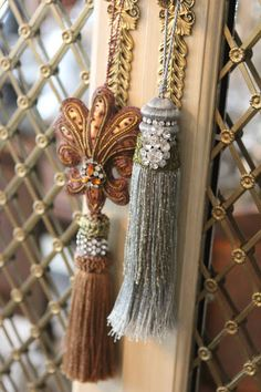 Romancing the Home: Tassels- The Perfect Embellishment Tassel Curtains, How To Make Tassels, Glands, Hardware Jewelry, Passementerie, Plant Hanger, Tassel Necklace, Embellishments, Diy And Crafts