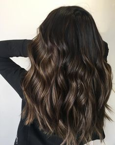 Hair Extensions for Medium Hair Styles Hairstyling Tools dark hair styles Hair Color For Black Hair, Brown Hair Colors, Subtle Balayage Brunette, Babylights Brunette, Caramel Balayage, Brown Balayage, Blonde Brunette, Hair Color Brunette, Medium Brunette Hair