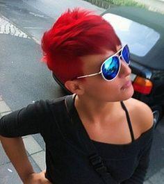 Capelli corti colorati! | http://www.taglicapellicorti.net/tagli-capelli-corti/capelli-corti-colorati/202/