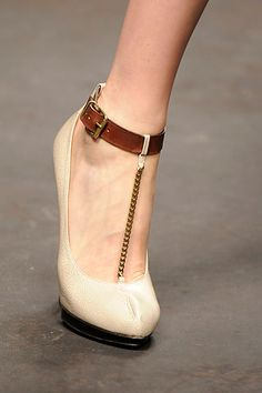 Spring 2010 Ready-to-Wear Lanvin the front #shoes