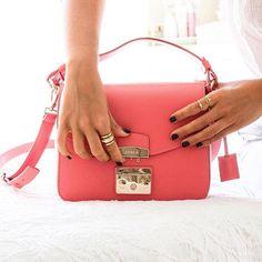 Good morning Friday!  #furlafeeling #furlametropolis #fashion #bag  regram image by @jufcarreira