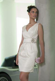 4726 (Vestido de Fiesta). Diseñador: Moncho Heredia. ...