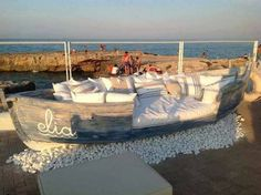 WHAT A GREAT IDEA!  MAKE A SEATING AREA IN AN OLD BOAT! #BarbsBeachHouse