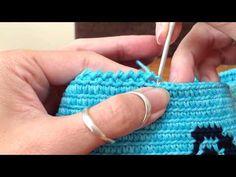 Mochila Two Color Increase Mochila Crochet, Crab Stitch, Tapestry Crochet Patterns, Bag Pattern Free, Tapestry Bag, Crochet Borders, Crochet Purses, Crochet Videos, Pretty Patterns
