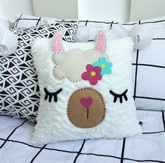 Cute Pillows, Diy Pillows, Decorative Pillows, Baby Sewing Projects, Sewing For Kids, Llama Pillow, Pumpkin Decorating Contest, Little Girl Toys, Diy Christmas Presents