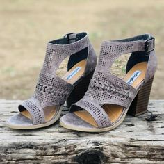 Women S Fashion Trivia Questions Texas Longhorns, Spring Fashion Trends, Winter Fashion, Graduation Look, Travel Must Haves, Summer Tops, Fit Women, Shoes Heels, Womens Fashion