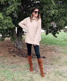 40 Ways to Style Leggings! - The Sister Studio Wowza, this post took some time! Today I'm sharing 40 ways to style leggings. Shoes For Leggings, Cute Outfits With Leggings, Black Leggings Outfit, How To Wear Leggings, Legging Outfits, Leggings Fashion, Top Fashion, Fashion Models, Fashion Week
