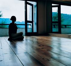 Looking to get away from it all this autumn? Consider booking a spot on one of these yoga retreats, which will take you to exotic, beautiful locales and help soothe your spirit. Home Yoga Room, Zen Room, Yoga Room Design, Trouble Sleeping, Sleep Deprivation, Yoga Retreat, Yoga Meditation, Morning Meditation, Meditation Space