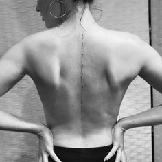 The best back tattoos for girls gallery! Why not having a spinal tattoo? Take inspiration from this back tattoos designs! Girl Spine Tattoos, Back Tattoo Women Spine, Cool Back Tattoos, Tattoo Spine, Tattoo Neck, Sanskrit Tattoo, Tattoo Tree, Sister Tattoos, Dainty Tattoos