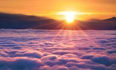 Nagarko en el Himalaya. Las nubes se ven hacia abajo