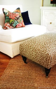 How to recover an ottoman with neat corners