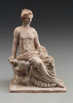 Tanagra. Figura griega de terracota. 325-300 a.C.