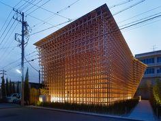 """【スタバも駅も小学校も!】建築家「隈研吾」が手がける""""木""""の建築が美し過ぎる!"""