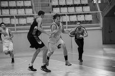 Cortocicuitado #TomasKlikna bajo aros. Los centímetros de los jugadores de #BasquetGandia le superaron. Sus números: 2 puntos, 6 rebotes en casi 21 minutos. #baloncesto #basket #LigaValenciana #EBA #Lucentum #UALucentum