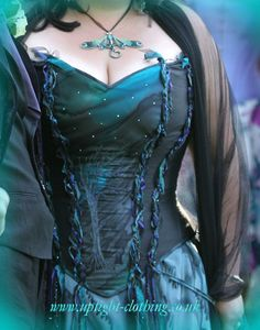 Fantastic Pagan hand fasting wedding gown byUptight Clothing: Fantastic Period Inspired Fairytale Corseted Gowns, as well as Underwear My favorite site! Wiccan Wedding, Medieval Wedding, Wiccan Clothing, Pagan Fashion, Alternative Wedding Dresses, Period Outfit, Medieval Dress, Handfasting, Couture