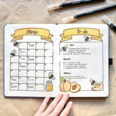16 Bee & Honeycomb Themed Bullet Journal Layout Ideas Bee and honeycomb layouts are increasingly popular this season and I wanted to show it off. Here are 16 bee and honeycomb themed bullet journal layouts. Bullet Journal School, Bullet Journal Inspo, Bullet Journal Spreads, Bullet Journal Headers, Bullet Journal Banner, Bullet Journal Writing, Bullet Journal Cover Page, Bullet Journal 2019, Bullet Journal Aesthetic