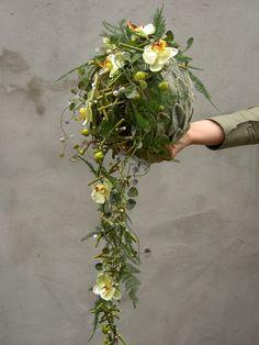 Google Afbeeldingen resultaat voor http://www.hetroosje.nl/fotos/22/thumbnails/bloemschikken%2520006.jpg. Bouquet or centerpiece?