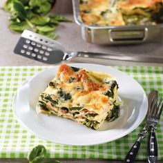 Spinat-Lachs-Lasagne Rezept - leckere Rezepte bei |real.de Ground Beef Crockpot Recipes, Vegetarian Crockpot Recipes, Pork Osso Bucco Recipe, Arancini Recipe, Cannelloni Recipes, Beef Tips And Gravy, Special Recipes, Food, Healthy Soup