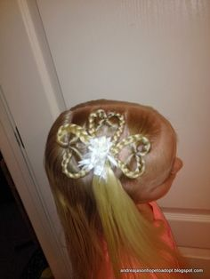 St. Patrick's Day HAIR IDEA - Shamrock Hair     1. Make 3 upside down topsy turvy little pony tails. (See Valentine's Hair Idea for mor...