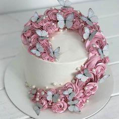 AmourDuCake (@amourducake) • Фото и видео в Instagram Beautiful Cake Designs, Beautiful Cakes, Amazing Cakes, Butterfly Birthday Cakes, Butterfly Cakes, 17 Birthday Cake, Girl Birthday, Butterflies, Birthday Cards