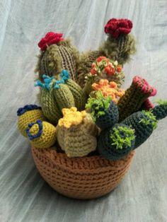 Cactus amigurumi. Hechos en Taller 35. www.taller35.es Free Crochet Bag, Crochet Home, Love Crochet, Knitted Flowers, Crochet Flower Patterns, Crochet Cactus, Crochet Yarn, Plant Crafts, Crochet Animals