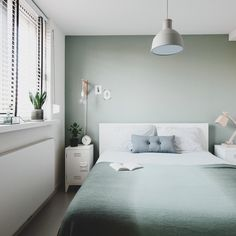 design your own Pale Green Bedrooms, Green And White Bedroom, Green Rooms, Bedroom Wall Colors, Room Decor Bedroom, Home Bedroom, Tranquil Bedroom, Minimalist Bedroom, Bedroom Styles