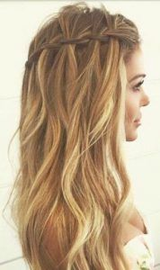 These romantic waves would look stunning at a beach wedding, don't you think? That waterfall braid is so on trend! Click for more spring and summer hair inspiration!