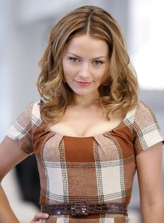 Becki Newton --love her hair here! Becki Newton, Ugly Betty, How I Met Your Mother, Women Names, Wise Women, Fashion Tv, Most Beautiful Women, Being Ugly