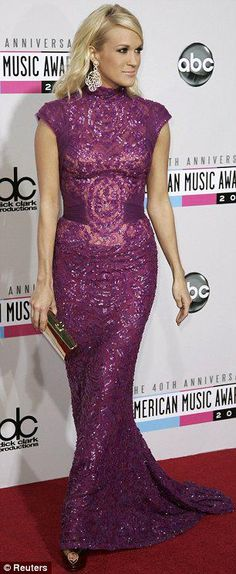 Taylor Swift, Heidi Klum and Stacy Keibler lead the metallics brigade on American Music Awards red carpet Purple Gowns, Purple Dress, Dress Vestidos, Carrie Underwood, American Music Awards, Up Girl, Beautiful Gowns, Beautiful Women, Red Carpet Fashion