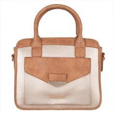 Handbag bicolor safari en tonos camel y beige perfectos para combinar con todo. Imitando una cartera masculina pero lleno de encanto femenino. Venta a distribuidores,  venta al por mayor, venta y distribución de bolsos en http://intueriecommerce.com