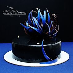 Unusual Art Cake in Black & Blue Details. Blue Desserts, Elegant Desserts, Beautiful Desserts, Elegant Cakes, Gorgeous Cakes, Glaze For Cake, Mirror Glaze Cake, One Tier Cake, Decadent Cakes