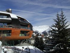 Google Image Result for http://upload.wikimedia.org/wikipedia/commons/a/a9/Foster_St_Moritz.jpg