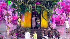 G1 - Comissões de frente se destacam no 1º dia de desfiles na Sapucaí; vídeos - notícias em Carnaval 2015 no Rio de Janeiro