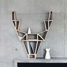 Geometric-Deer-Head-Bookshelf-Design by BeDesign Bookshelf Styling, Bookshelf Design, Bookshelf Ideas, Minimalist Scandinavian, Scandinavian Design, Minimalist Interior, Minimalist Design, Be Design, House Design